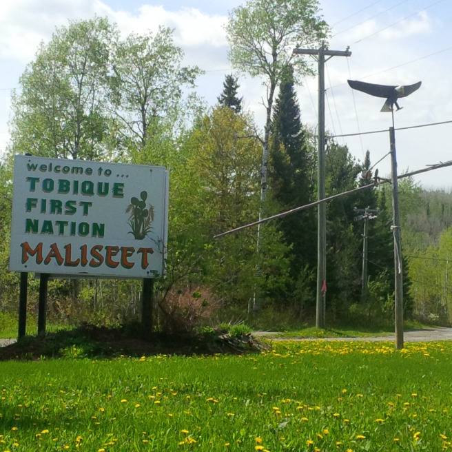 At the entrance of Tobique First Nation Reserve in New Brunswick, Canada. // À l'entrée de la réserve de la Première Nation Tobique au Canada, dans la province du Nouveau-Brunswick.